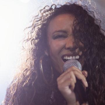 Female Vocalist Urgently Required